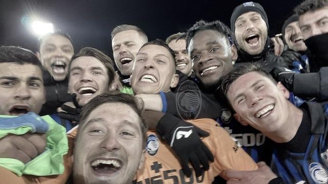 Jogadores celebram triunfo e classificação | Divulgação/Atalanta