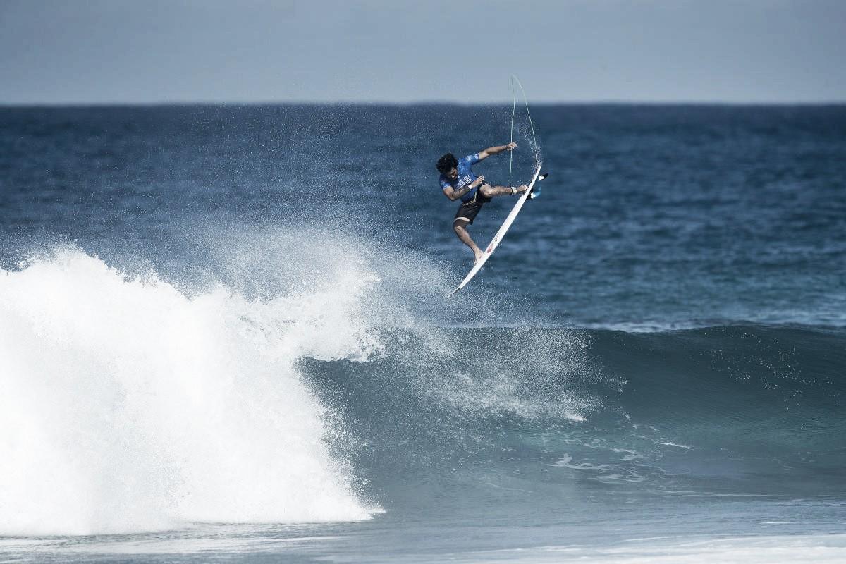 Ítalo Ferreira e Filipe Toledo estreiam com vitória na abertura do circuito mundial de surfe