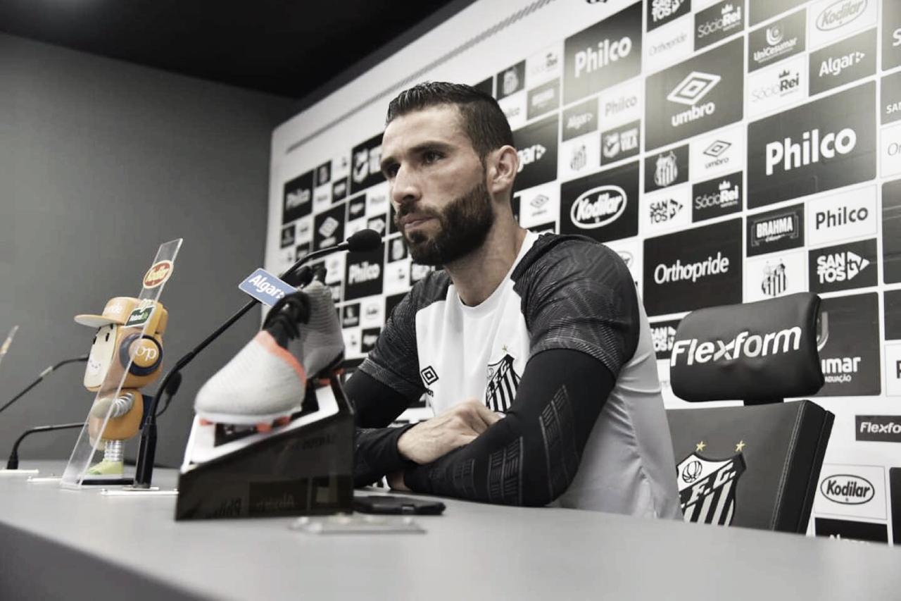 """Vanderlei traça vitórias até a Copa América e elogia Uribe no Santos: """"Fortalece para brigar por títulos"""""""