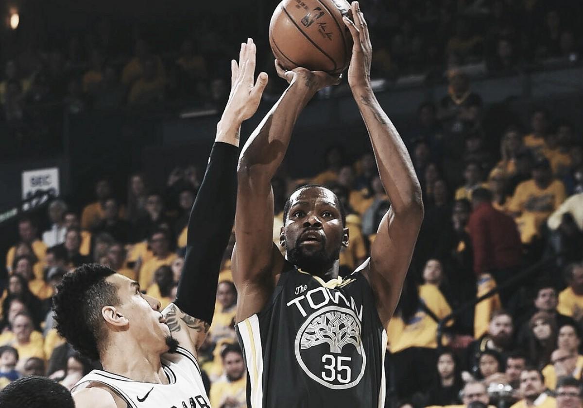 Durant e Thompson brilham, Warriors domina Spurs e vence a segunda partida da série