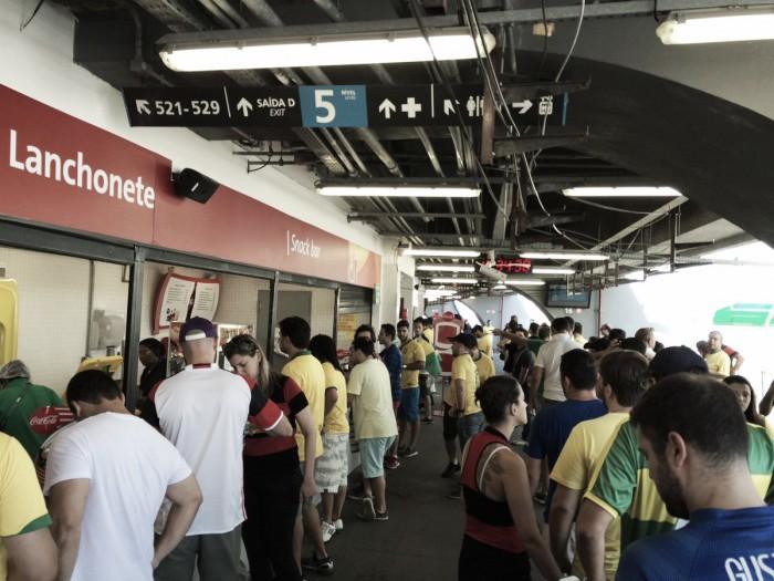 Torcedores sofrem com desorganização no Maracanã antes de Brasil e Honduras