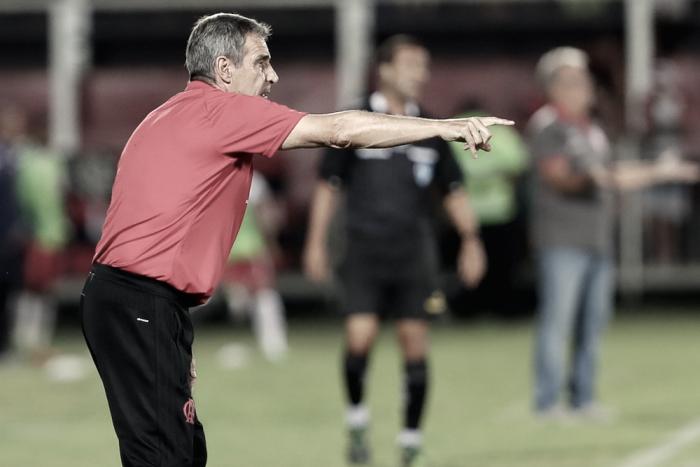 Feliz com vitória, Carpegiani confirma Marlos Moreno disponível em clássico contra Vasco