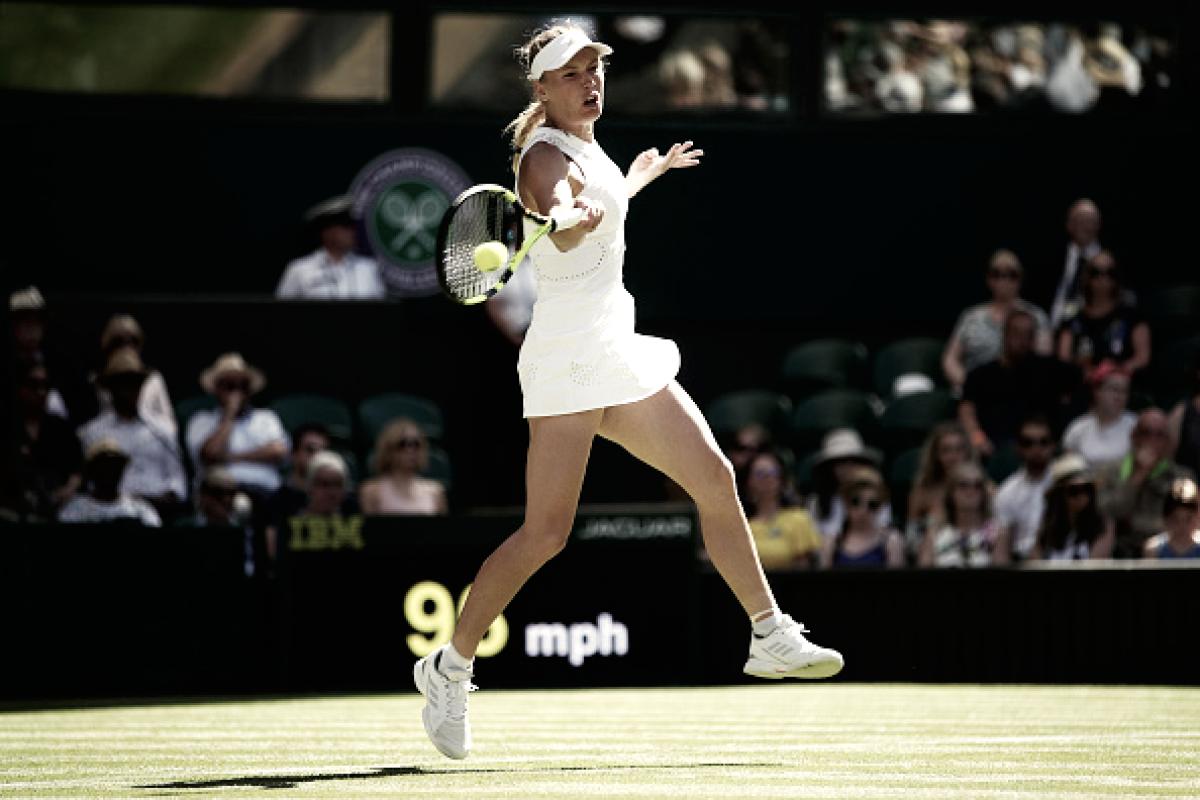 Com direito a pneu, Wozniacki arrasa Lepchenko em sua estreia em Wimbledon