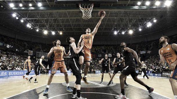 El Valencia Basket golpea primero en Bilbao