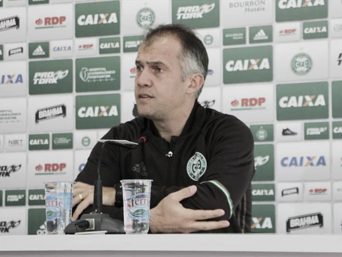 """Eduardo Baptista admite erros após nova derrota do Coritiba fora de casa: """"Culpa é de todos nós"""""""