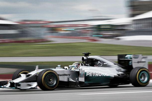 Mercedes: ainda a meio, 2014 já é ano histórico