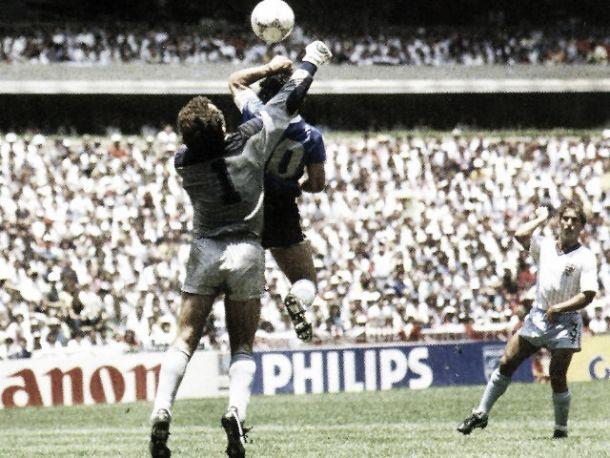 """Accadde Oggi: Maradona """"inventa"""" la mano de Dios ed il goal del secolo"""