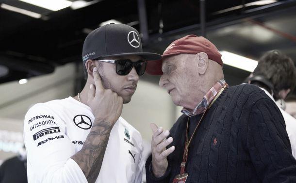 Niki Lauda adverte Lewis Hamilton