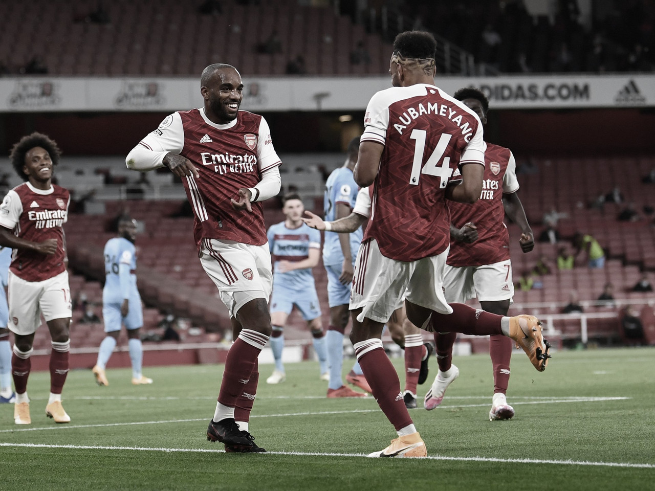 El Arsenal se mantiene en la cima de la Premier gracias a un Saka brillante