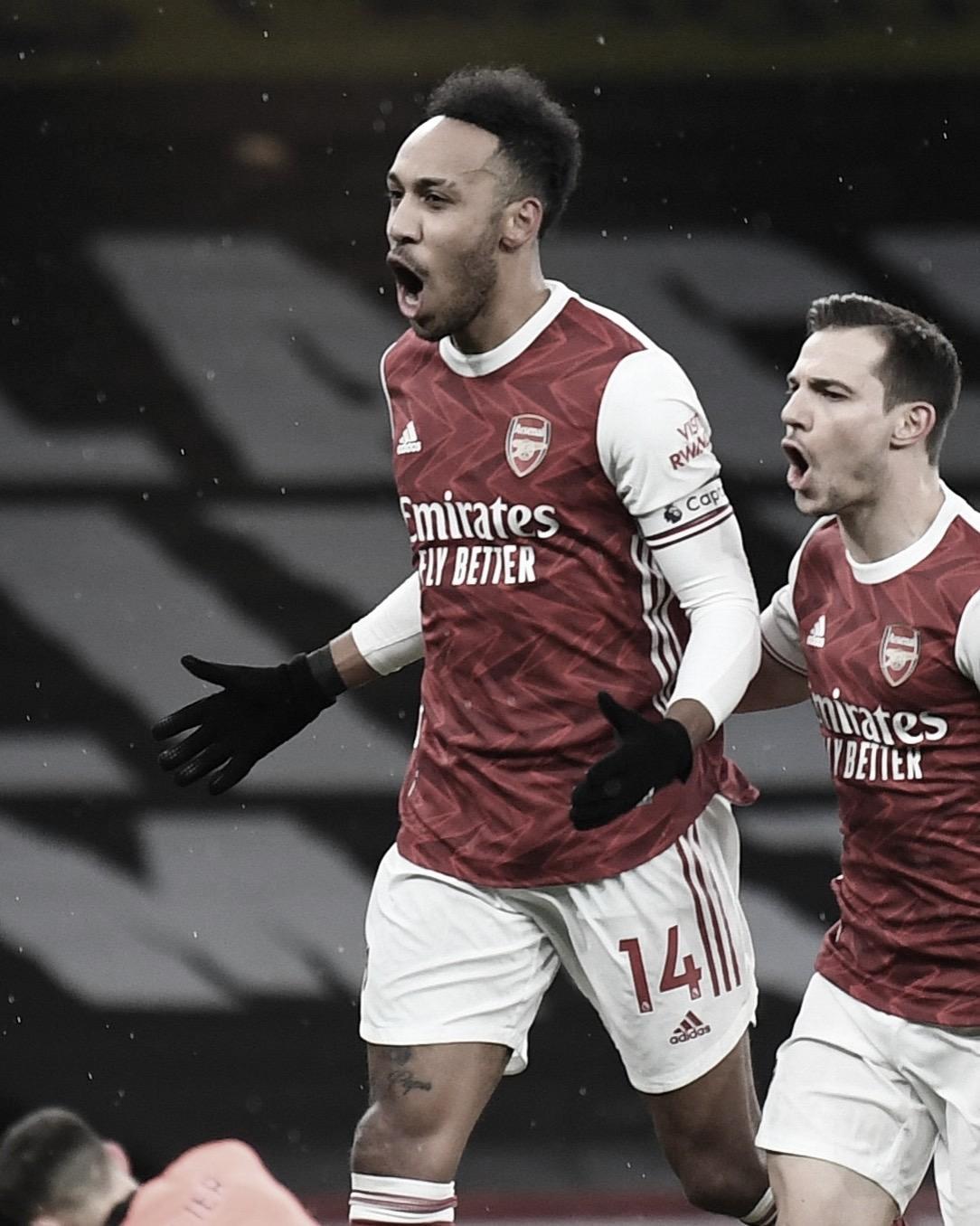 El primer hat-trick de Aubameyang le da la victoria al Arsenal