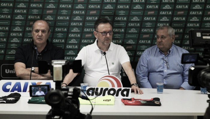 "Presidente da Chape fala de erros e alfineta Conmebol: ""No campo, estamos classificados"""