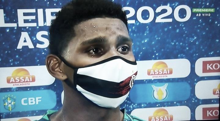 """Destaque do Flamengo, goleiro Hugo Souza se emociona: """"Primeiro jogo sem meu pai"""""""