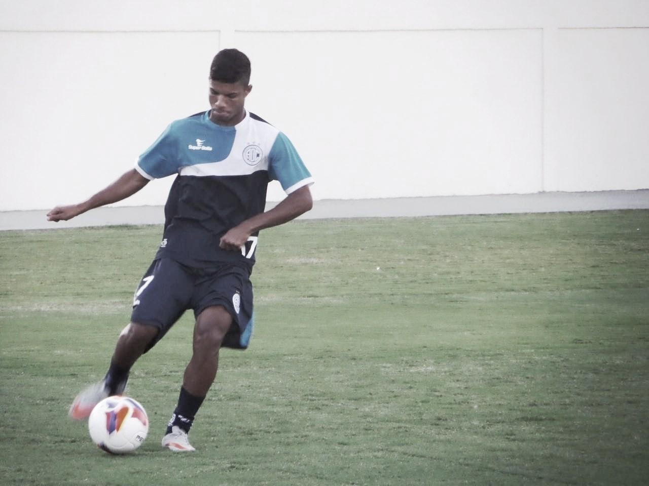 Com rodagem no cenário nacional, Caíque Sá retorna ao Confiança para disputa da Série B