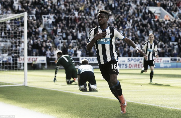 Rolando Aarons extends his Newcastle United stay