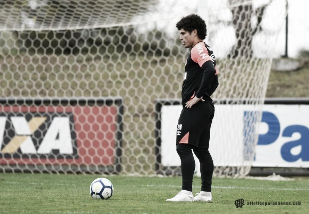 Recém-chegados, Reginaldo e Márcio Azevedo ainda aguardam chance no Atlético-PR
