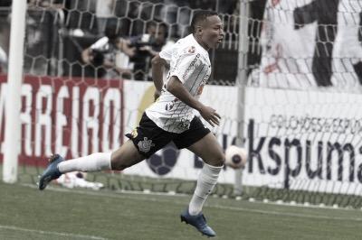 """Janderson lamenta expulsão após comemorar gol contra o Santos: """"Esqueci que estava com um cartão"""""""