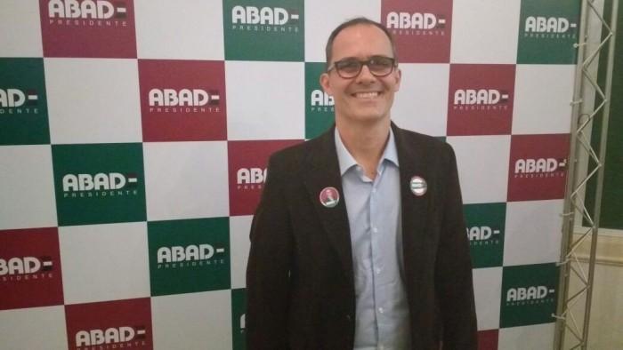 """Abad faz elogios ao projeto Samorín: """"Beneficia na captação de atletas"""""""