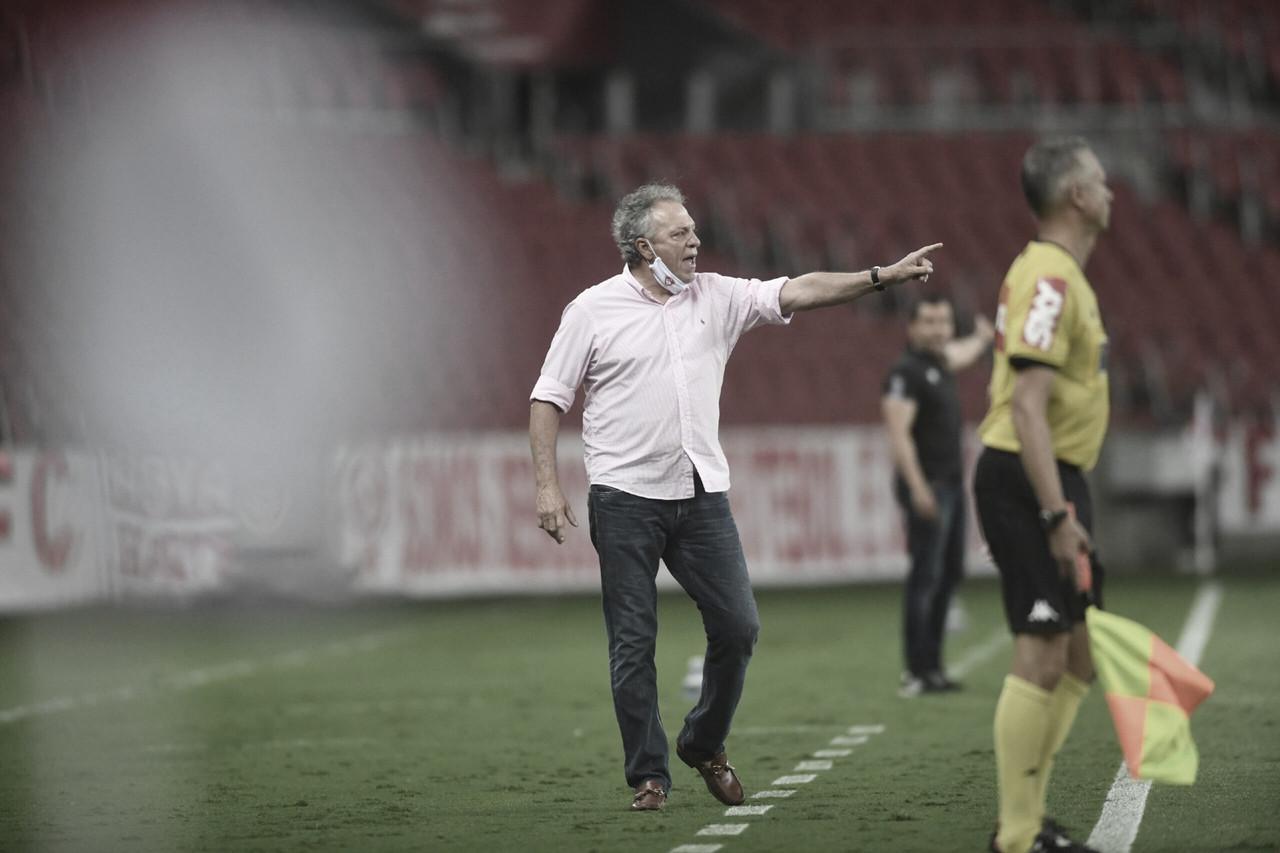 """Abel Braga ainda crê no título: """"Não vamos abaixar porque sabemos que não terminou"""""""
