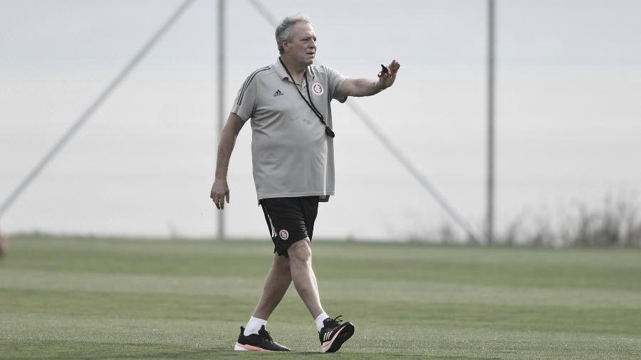 """Abel Braga valoriza empate contra Athletico: """"O Inter ganhou um ponto"""""""