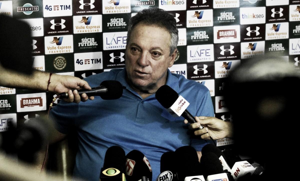 Abel celebra vitória do Fluminense e critica baixo público em Los Larios