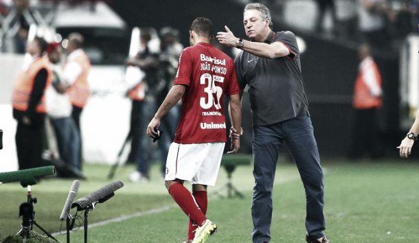 Abel Braga lamenta apagão, mas diz confiar em melhora do Inter