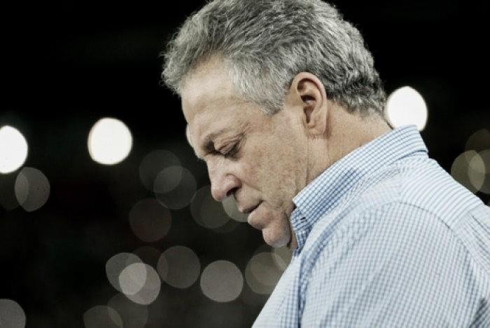 Prêmio The Best: Abel Braga e torcida do Fluminense são homenageados pela Fifa