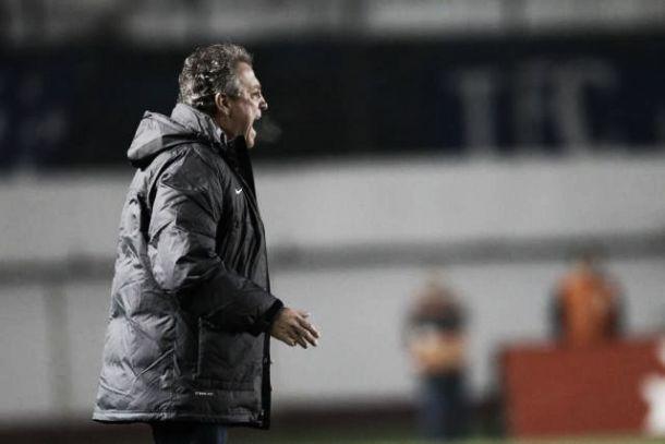 Abel Braga elogia partida, mas lamenta erros decisivos