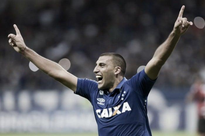 Cruzeiro espanta má fase e vence Atlético-GO com dois de Ábila