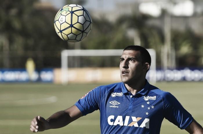 Ramón Ábila e Ezequiel são regularizados e podem estrear pelo Cruzeiro