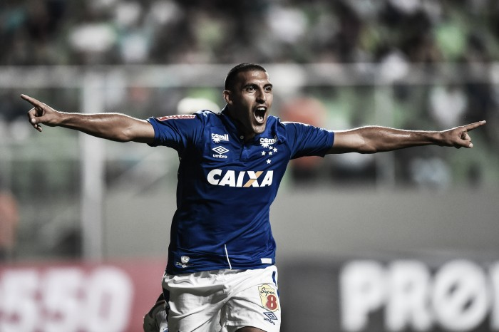 Ramón Ábila diz não ter metas de gols na temporada e é elogiado por Mano Menezes