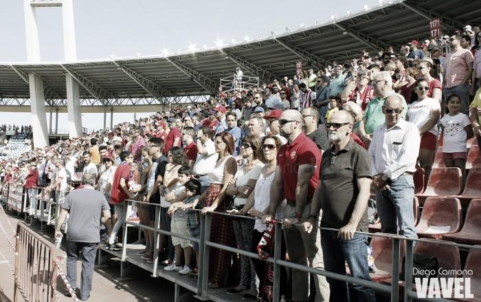 El Almería pierde abonados pero se mantiene en la media de asistencia del curso pasado