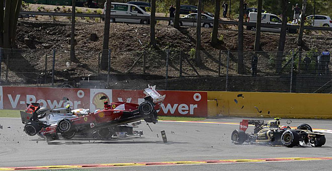 Alonso sigue líder a pesar de ser arrollado en Spa