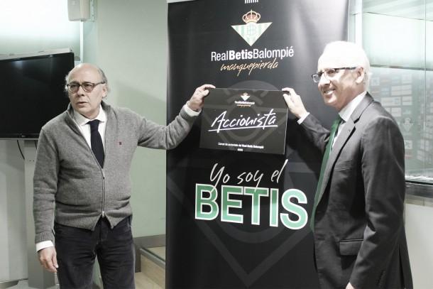 El Betis lanza el carnet del accionista para poder identificarlos