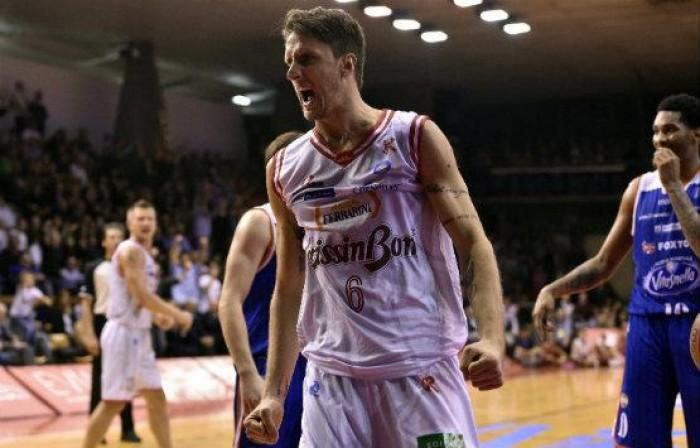 Basket, Serie A Beko: Della Valle e Polonara trascinano Reggio Emilia, è 2-0 con Sassari