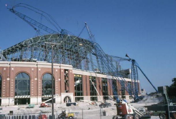 Em 99, acidente semelhante ao da Arena Corinthians destruiu estádio nos EUA