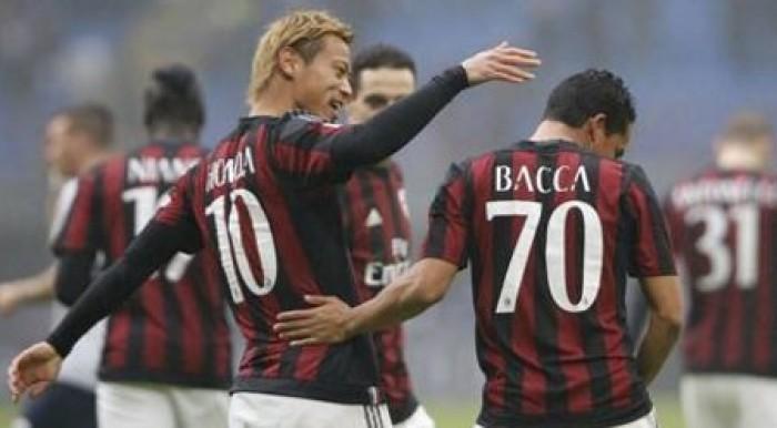 Bacca y Honda guían al Milan