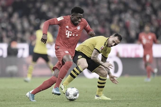 Técnico interino do Bayern, Flick rasga elogios a Davies após goleada contra o Dortmund