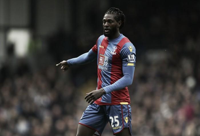 Técnico do Lyon confirma negociação com Adebayor e atacante fará exames médicos
