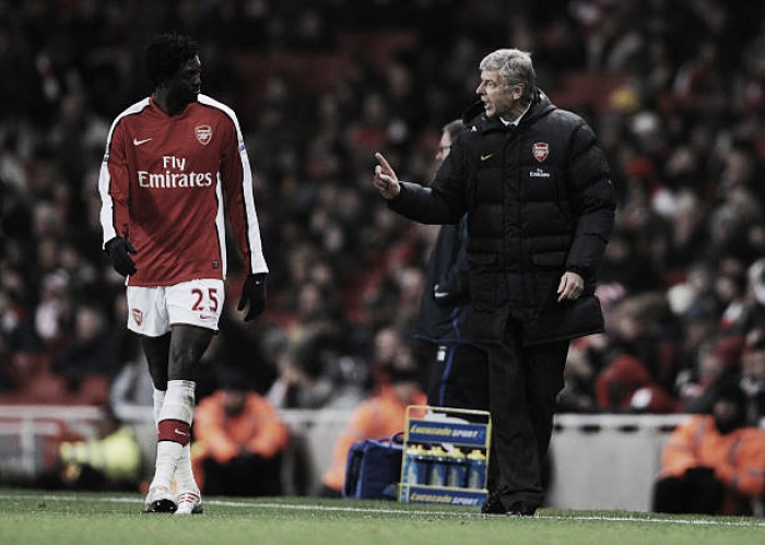 Adebayor revela mágoa com Wenger por sua transferência ao Manchester City