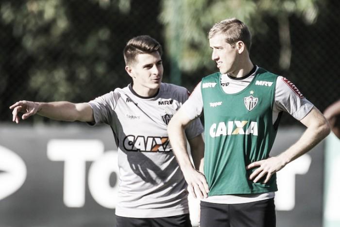 Após longo tempo fora por contusão, Adilson espera retornar ao time titular do Atlético-MG