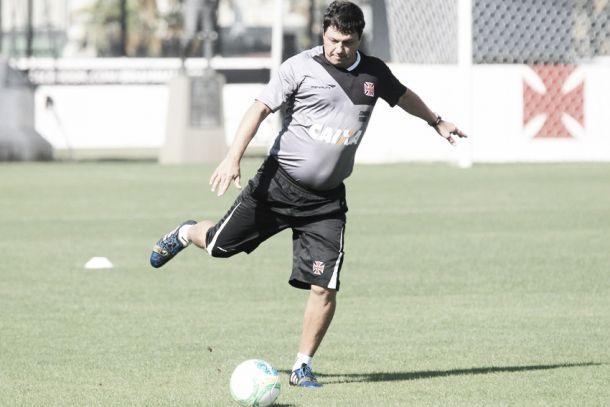 Adílson elogia entrega da equipe, mas alerta sobre pressão levada no fim