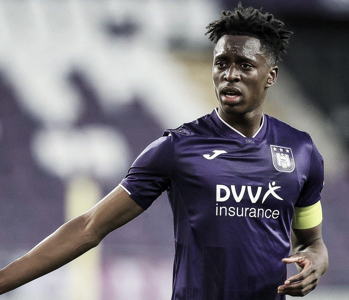 Após recusa, Arsenal prepara oferta de 18 milhões de euros por Lokonga, do Anderlecht