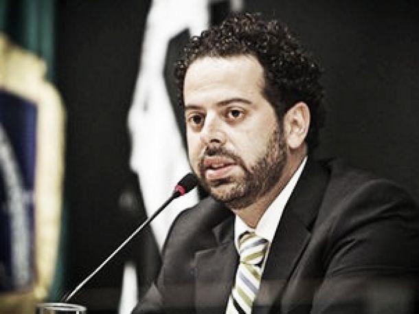 Daniel Nepomuceno afirma que Atlético-MG jogará com time titular em todas competições de 2016
