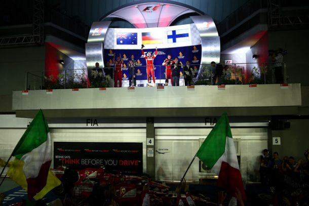 """F1, la Ferrari conquista Singapore. Arrivabene: """"Squadra fantastica"""""""