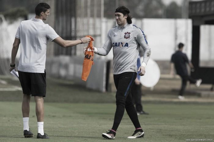 Mesmo criticado, Cássio renova com Corinthians até 2019