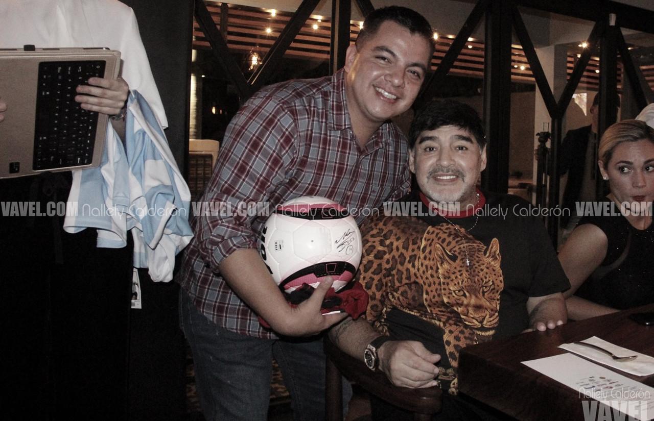 Cena benéfica con Maradona