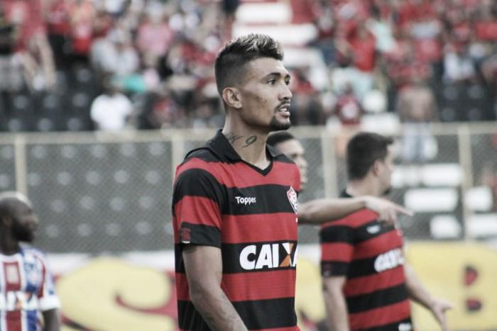 Vasco descarta troca por Escudero e reduz interesse em Kieza