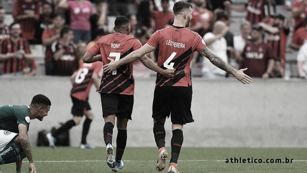 Goiás sai na frente, mas Athletico-PR vira e goleia em Curitiba
