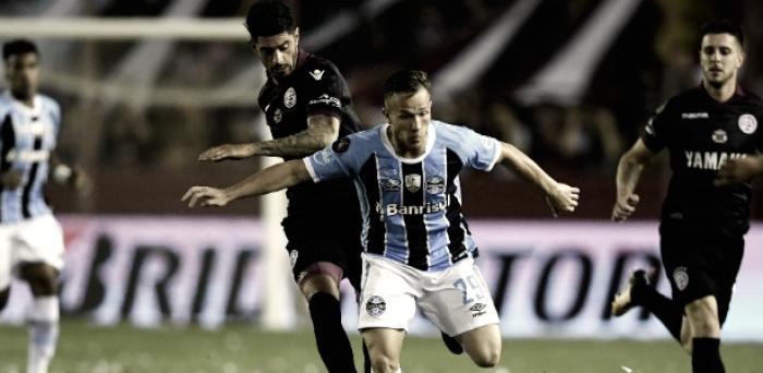 Volante Arthur fica fora por 35 dias e não jogará Mundial pelo Grêmio