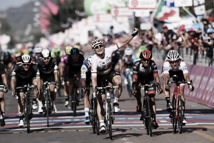 Giro d'Italia, Greipel sfreccia a Tortolì e si prende la maglia rosa